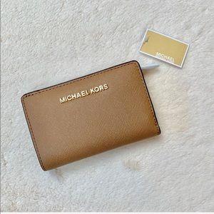 NWT Michael Kors Small Tan Bifold Zip Wallet